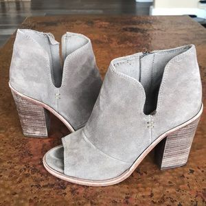 {Vince Camuto} Tan Suede Booties. Size 7.5.